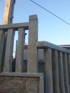 BALAUSTRADA DE CIERRE EXTERIOR EN COLUMNAS DE 10x10 Y PASAMANOS DE 15x12